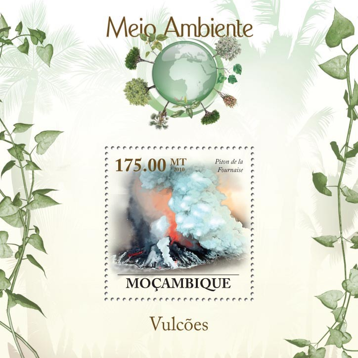 Volcanoes, ( Piton de la Fournaise ) - Issue of Mozambique postage Stamps
